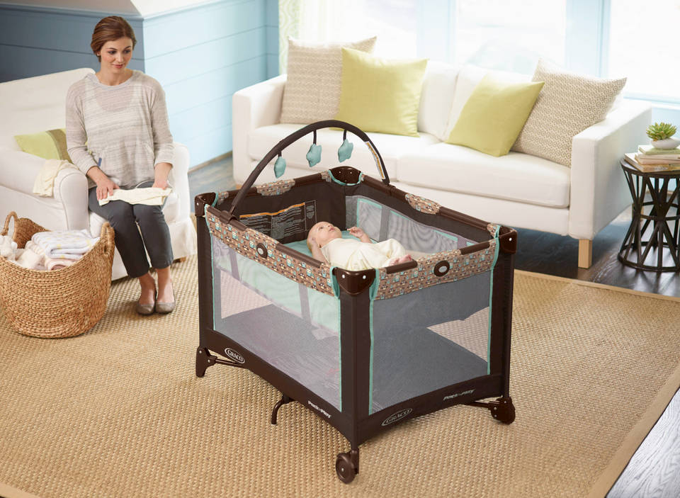 Graco Pack 'n Play Playard On The Go Bassinet Review
